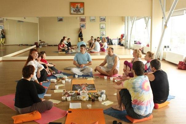 Петербургская школа йоги, игра проходила в зале на Энгельса