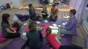 Игра Лила в прекрасной студии йоги ПранаЛайф