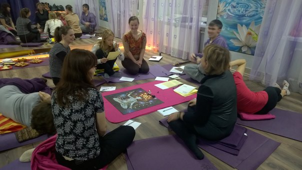Лила в прекрасной студии йоги ПранаЛайф